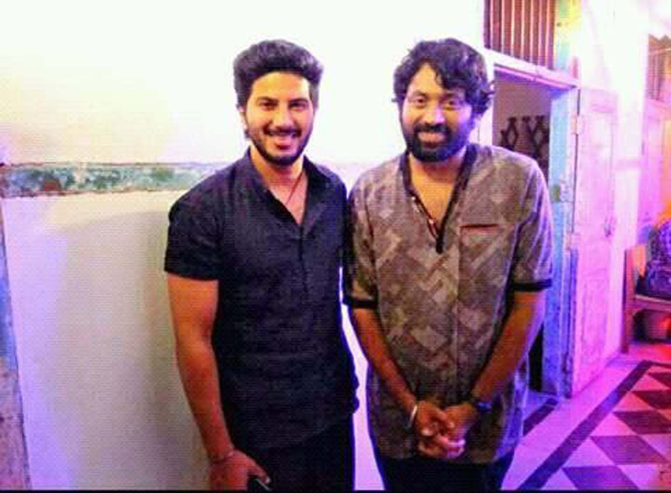 http://onlookersmedia.in/wp-content/uploads/2017/06/Dulquer-at-Solo-Malayalam-movie-location-5.jpg