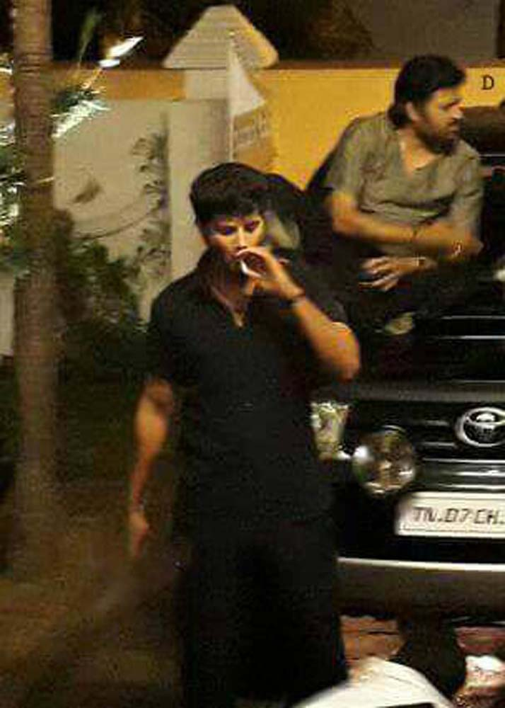 http://onlookersmedia.in/wp-content/uploads/2017/06/Dulquer-at-Solo-Malayalam-movie-location-6.jpg