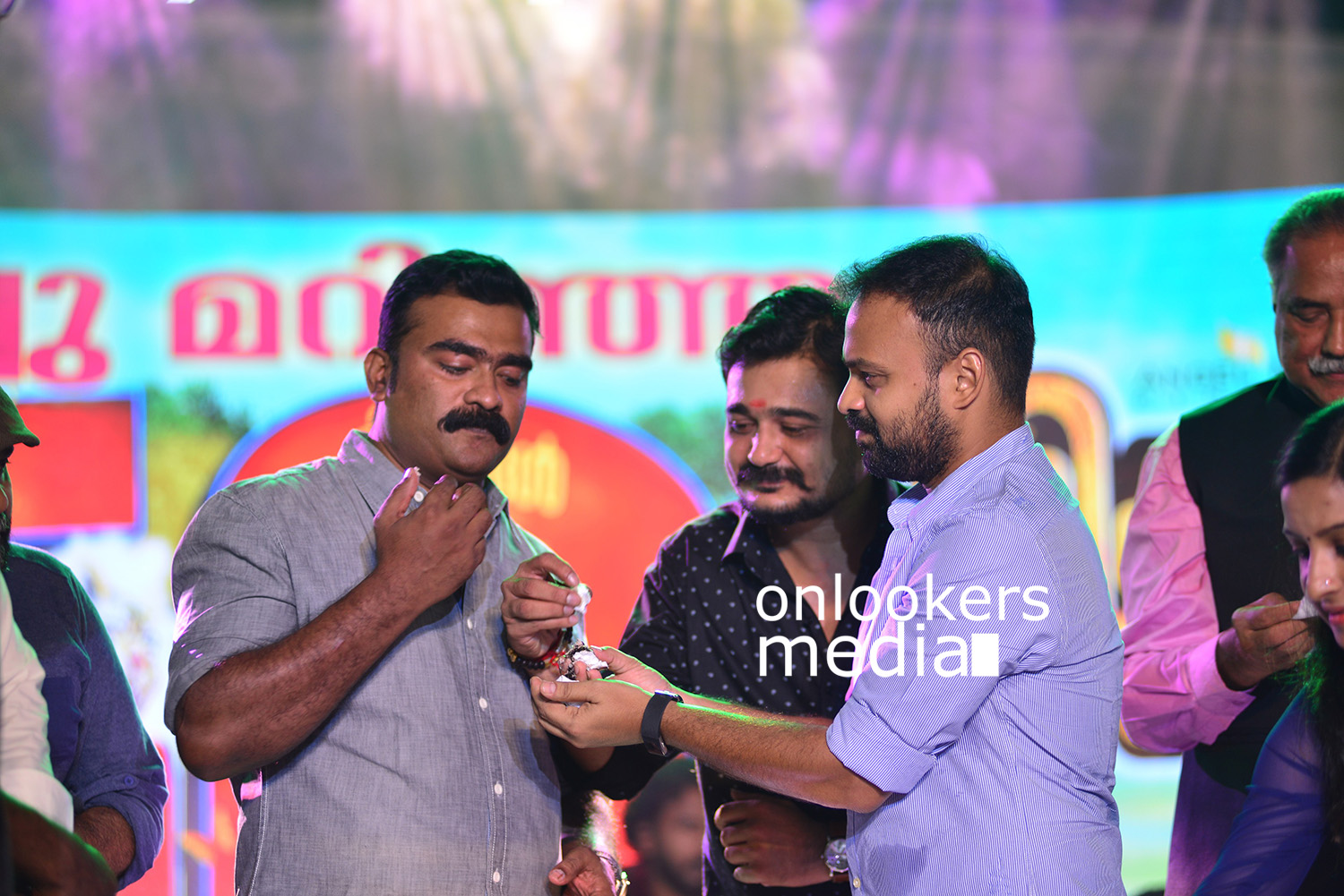 http://onlookersmedia.in/wp-content/uploads/2018/03/Shikkari-Shambhu-malayalam-movie-50-days-celebration-stills-images-4.jpg