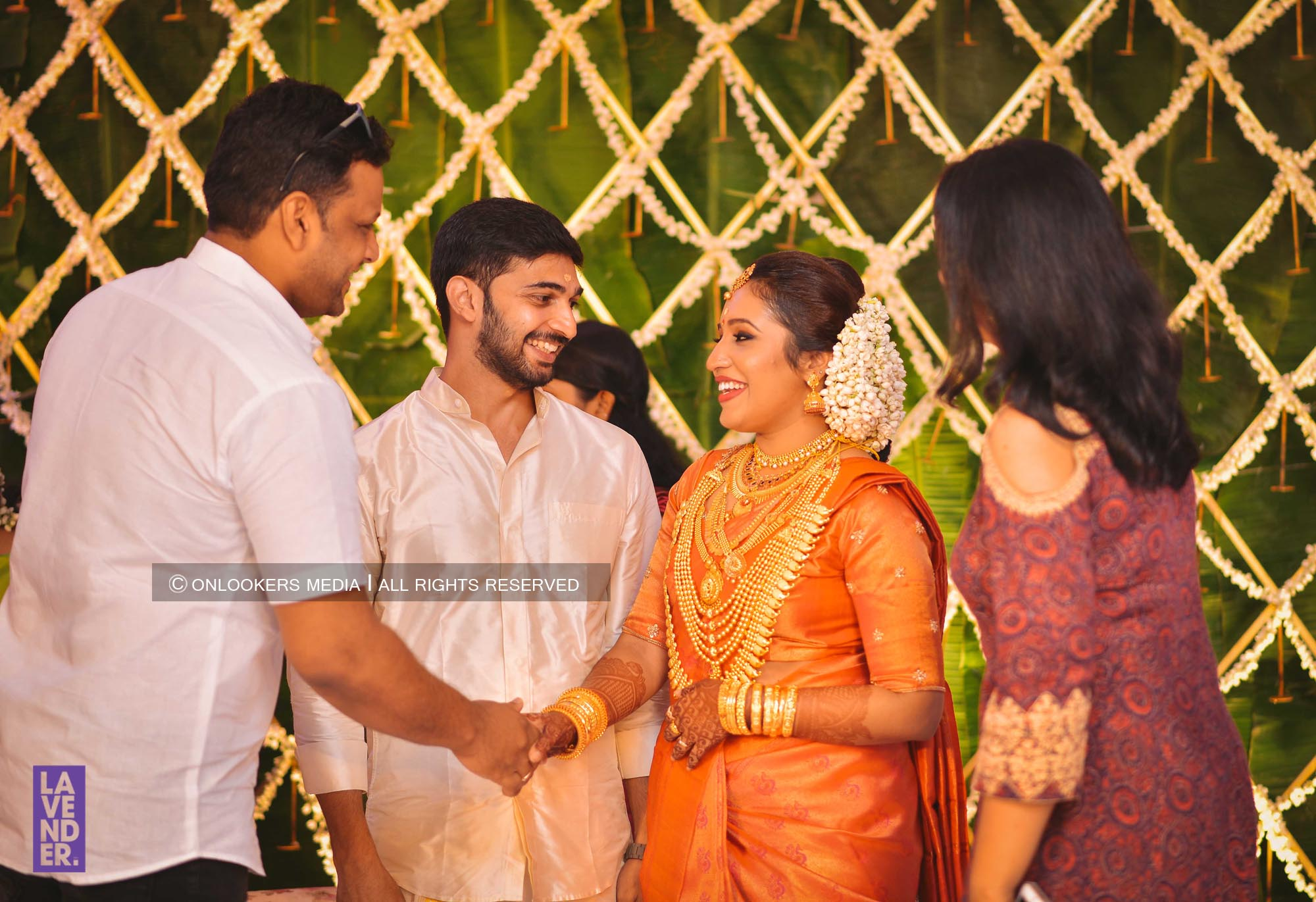http://onlookersmedia.in/wp-content/uploads/2018/05/sreejith-vijay-wedding-stills-images-113.jpg