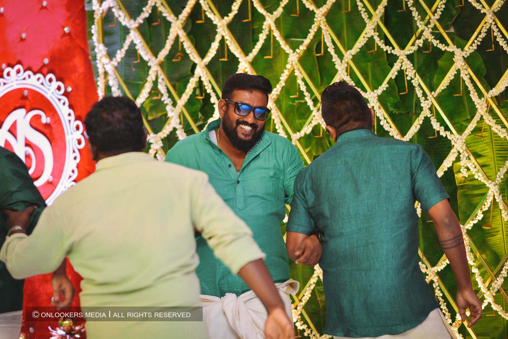 http://onlookersmedia.in/wp-content/uploads/2018/05/sreejith-vijay-wedding-stills-images-127.jpg