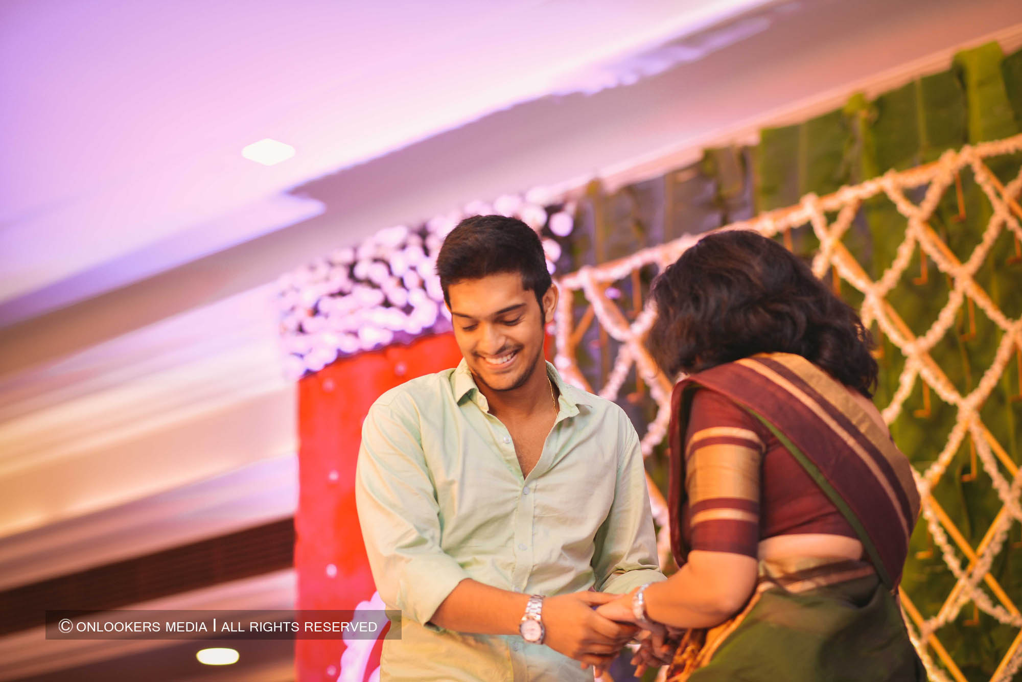 http://onlookersmedia.in/wp-content/uploads/2018/05/sreejith-vijay-wedding-stills-images-135.jpg