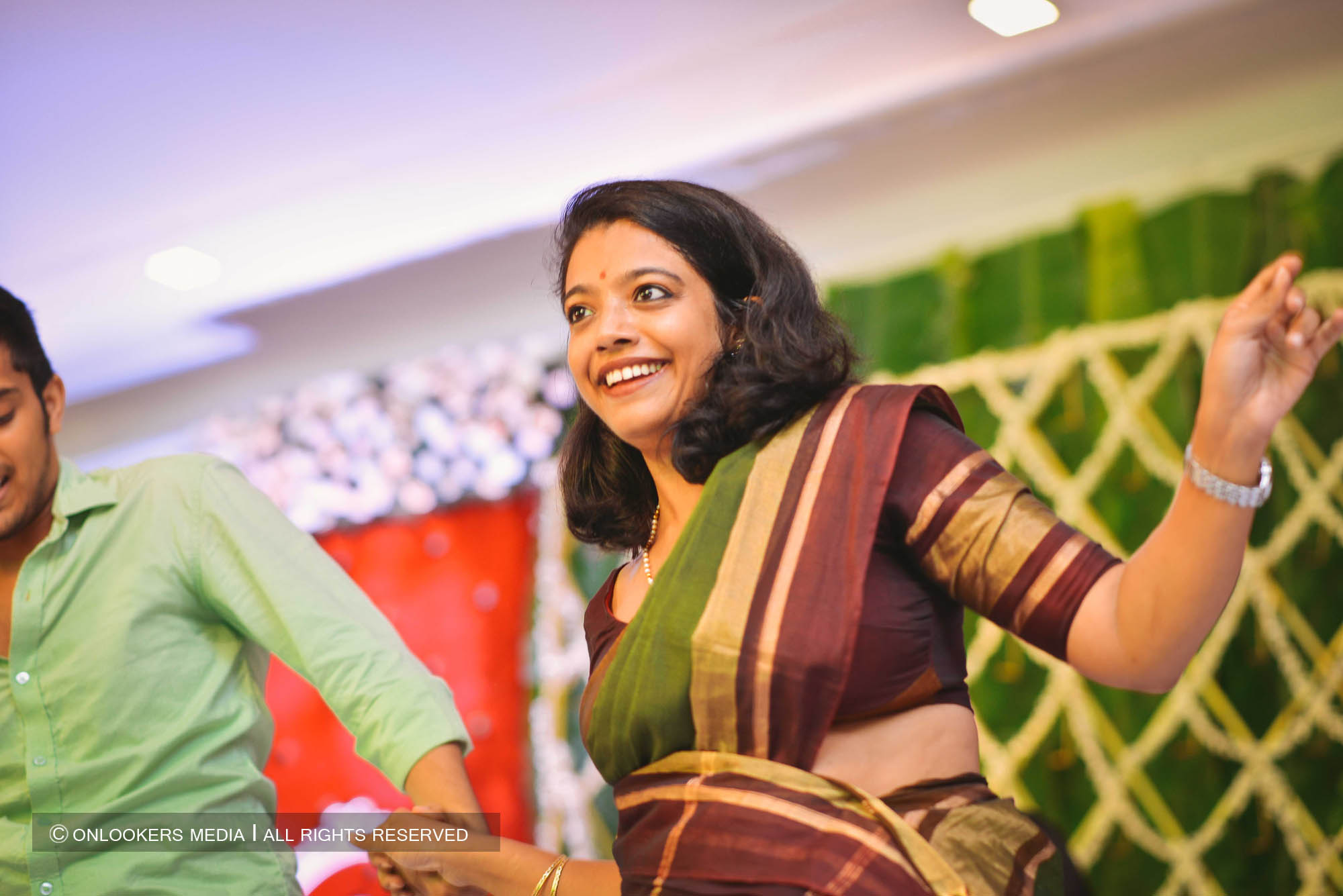 http://onlookersmedia.in/wp-content/uploads/2018/05/sreejith-vijay-wedding-stills-images-138.jpg