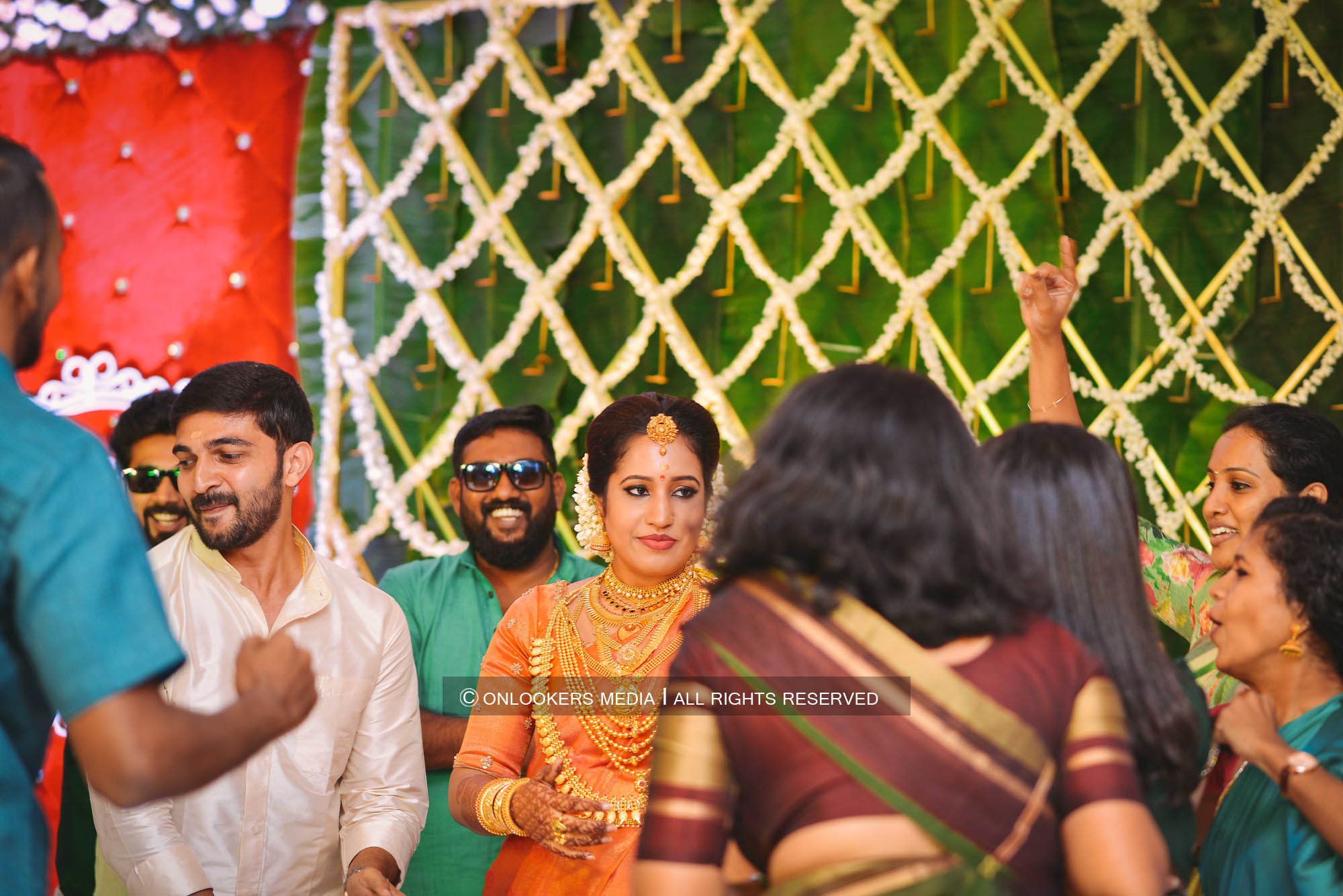 http://onlookersmedia.in/wp-content/uploads/2018/05/sreejith-vijay-wedding-stills-images-143.jpg