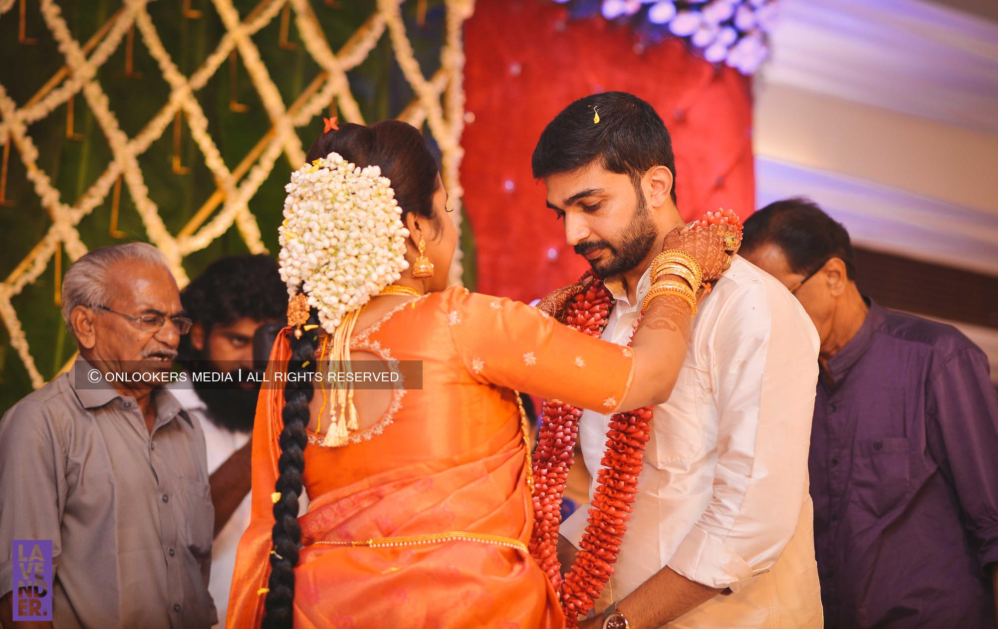 http://onlookersmedia.in/wp-content/uploads/2018/05/sreejith-vijay-wedding-stills-images-53.jpg