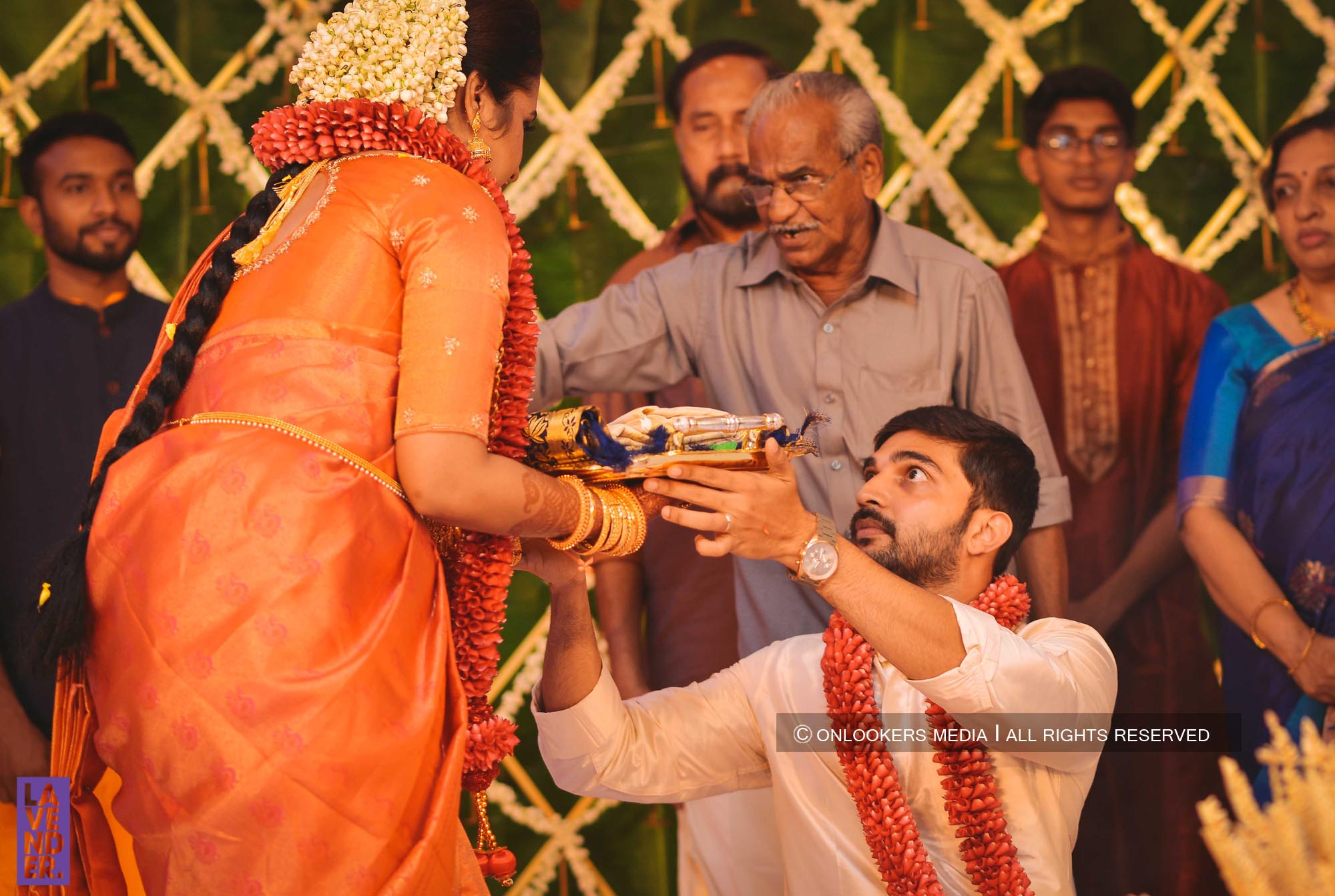 http://onlookersmedia.in/wp-content/uploads/2018/05/sreejith-vijay-wedding-stills-images-57.jpg