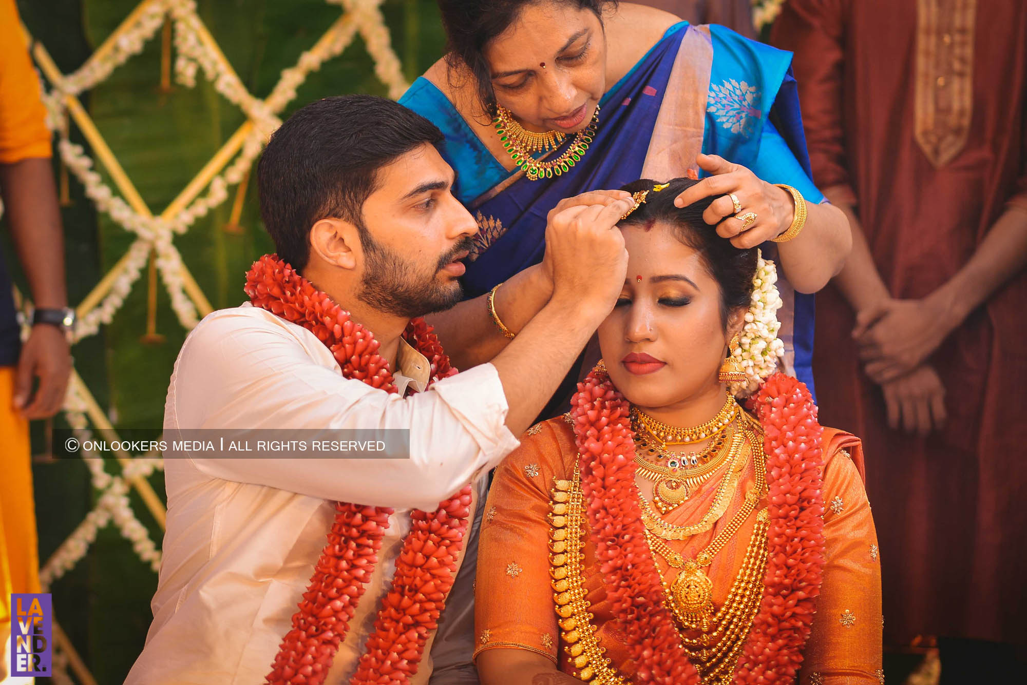 http://onlookersmedia.in/wp-content/uploads/2018/05/sreejith-vijay-wedding-stills-images-59.jpg
