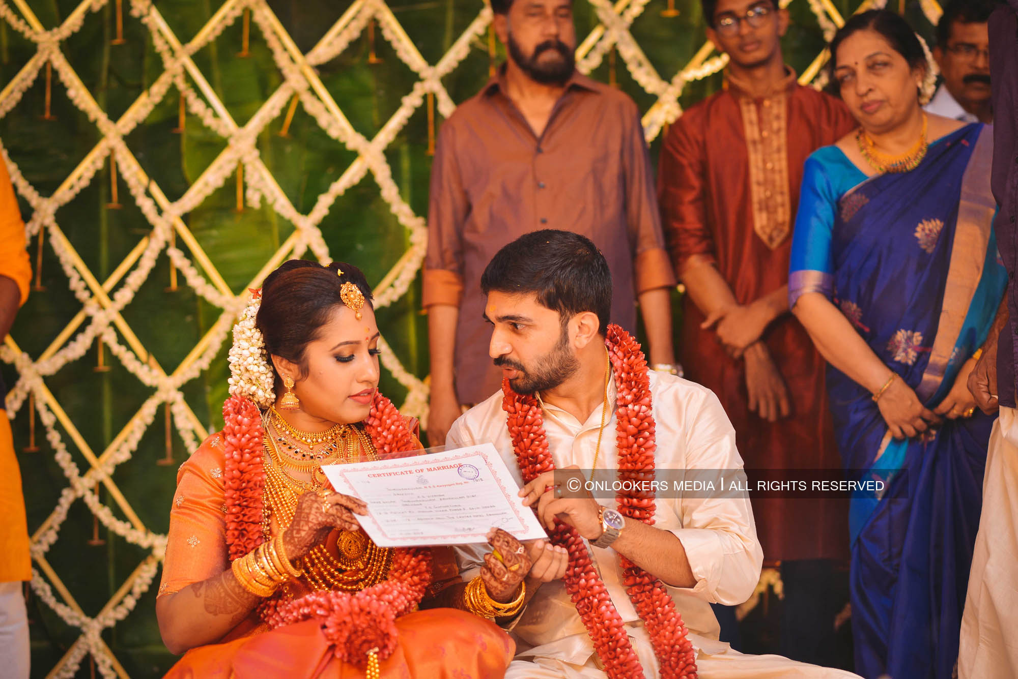 http://onlookersmedia.in/wp-content/uploads/2018/05/sreejith-vijay-wedding-stills-images-67.jpg
