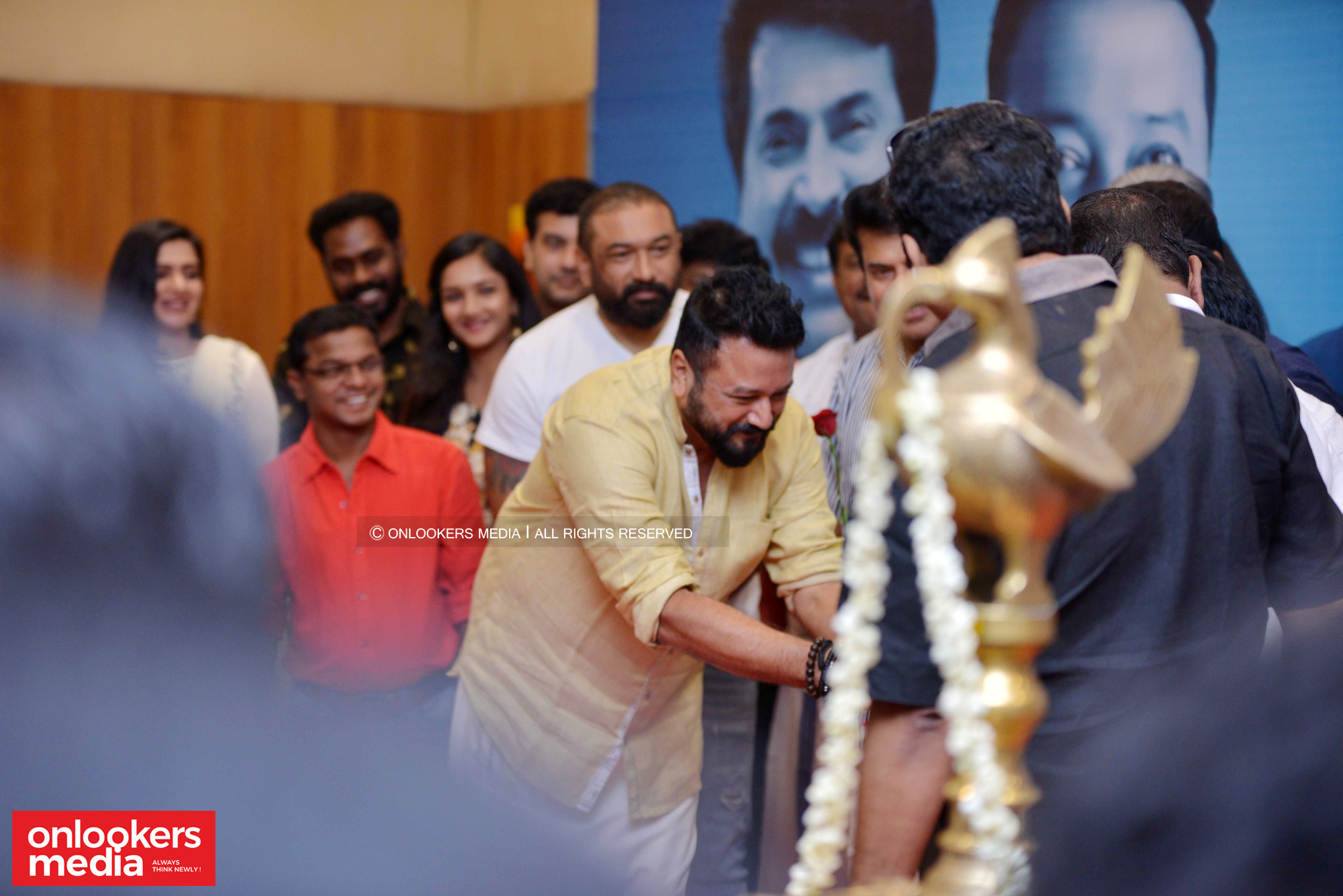 http://onlookersmedia.in/wp-content/uploads/2018/12/Grand-Father-movie-pooja-function-stills-images-37.jpg