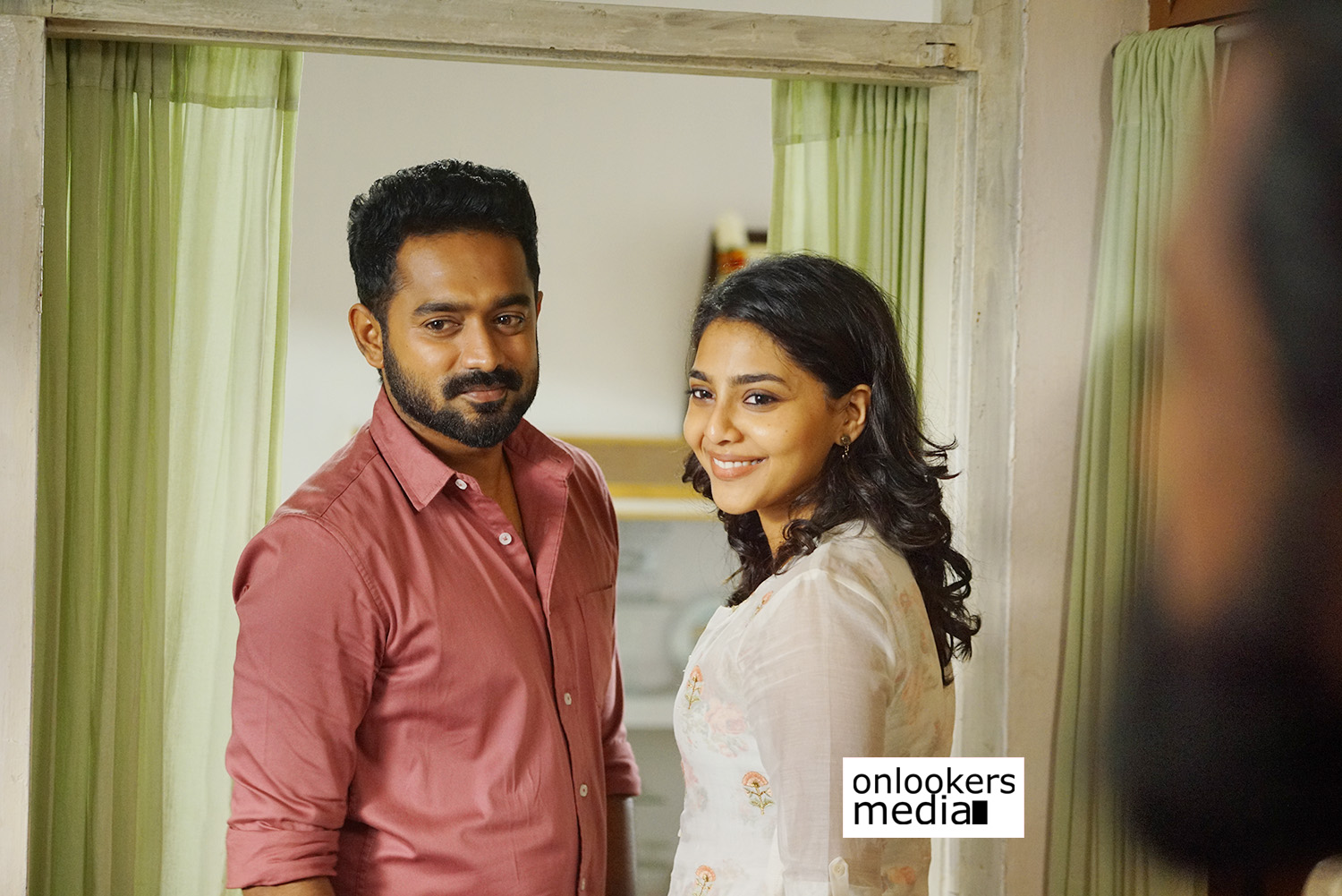 vijay superum pournamiyum review,asif  ali,jis joy,asif ali jis joy new movie review,asif ali aishwarya lekshmi movie review,vijay superum pournamiyum hit or flop,vijay superum pournamiyum kerala box office report,asif ali new movie,aishwarya lekshmi new movie,vijay superum pournamiyum movie stills,actress aishwarya lekshmi stills photos,asif ali stills photos