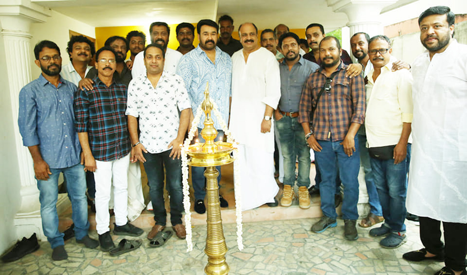 big brother,big brother pooja stills,mohanlal,mohanlal director siddique new movie,mohanlal at big brother pooja function,lalettan at big brother pooja ceremony,big brother malayalam movie,big brother movie updates