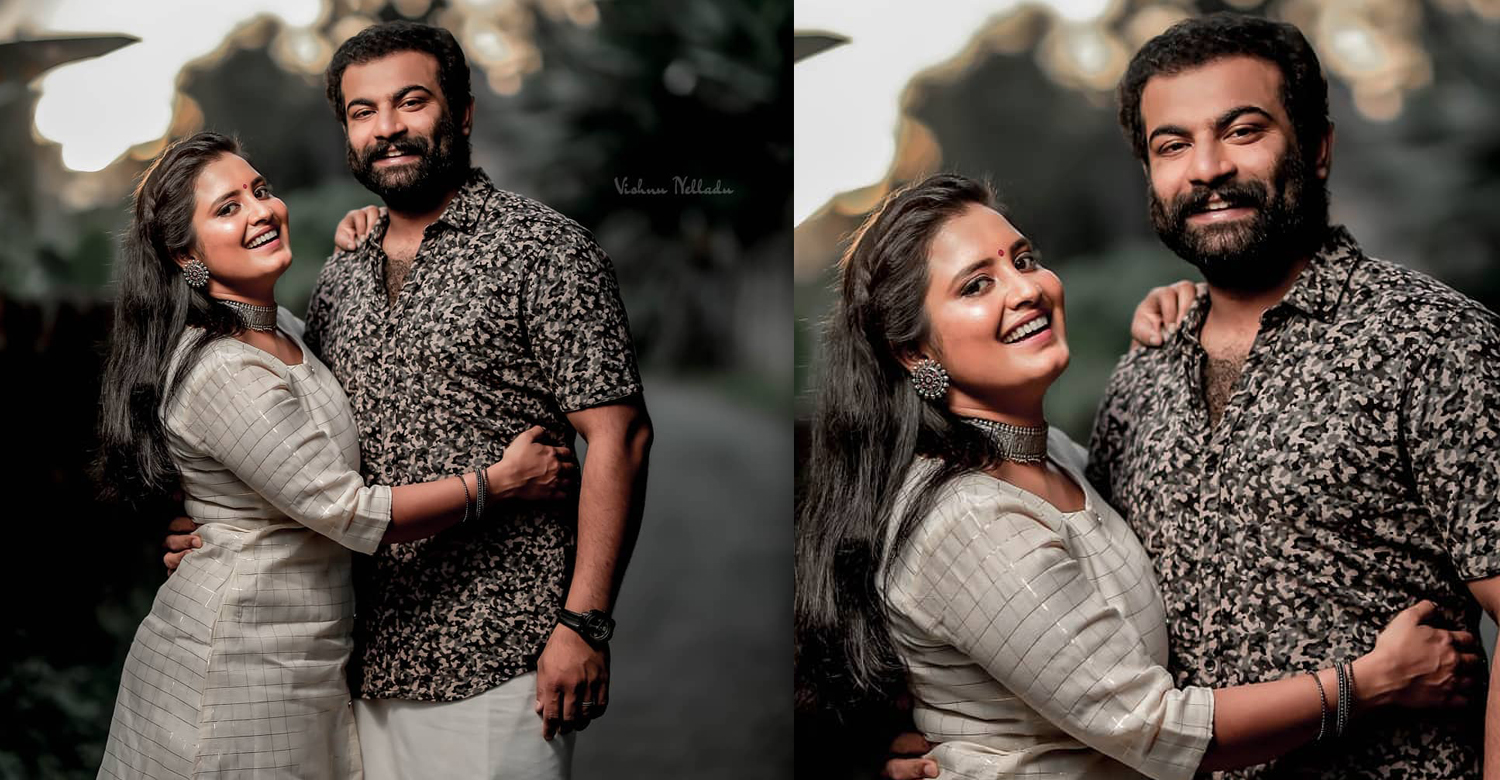 Oru Adaar Love actress Roshna Ann Roy,Angamaly Diaries fame Kichu Tellus,actress roshna ann roy kichu tellus engagement still,malayalam latest news,mollywood film news,Kichu Tellus Roshna Ann Roy