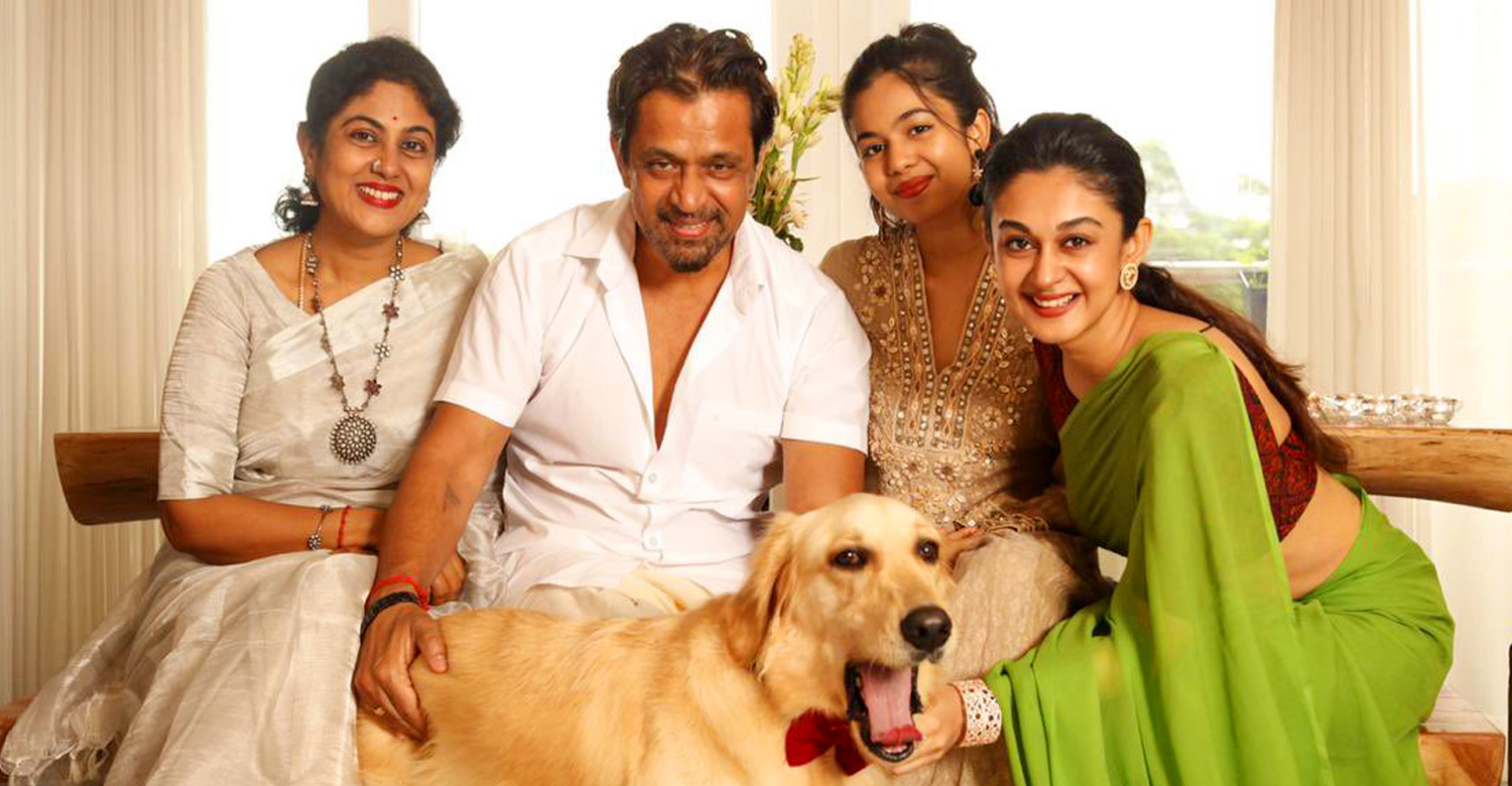 South Indian Arjun Sarja,South Indian Arjun Sarja family,actor arjun latest news,actor arjun family pics,actor arjun family latest images,actor arjun family celebrating diwali pics,kollywood celebrities diwali 2020 pics