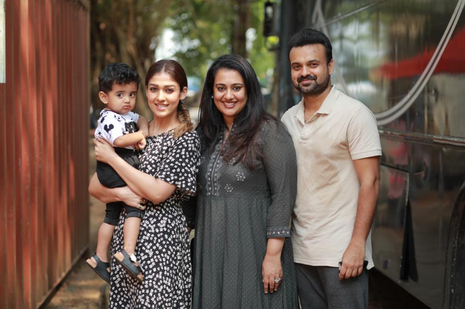 kunchacko boban family with nayanthara,kunchacko boban family picture with nayanthara,kunchacko boban family with nayanthara nizhal movie location,nizhal malayalam movie location image,nayanthara latest pic,kunchacko boban latest news