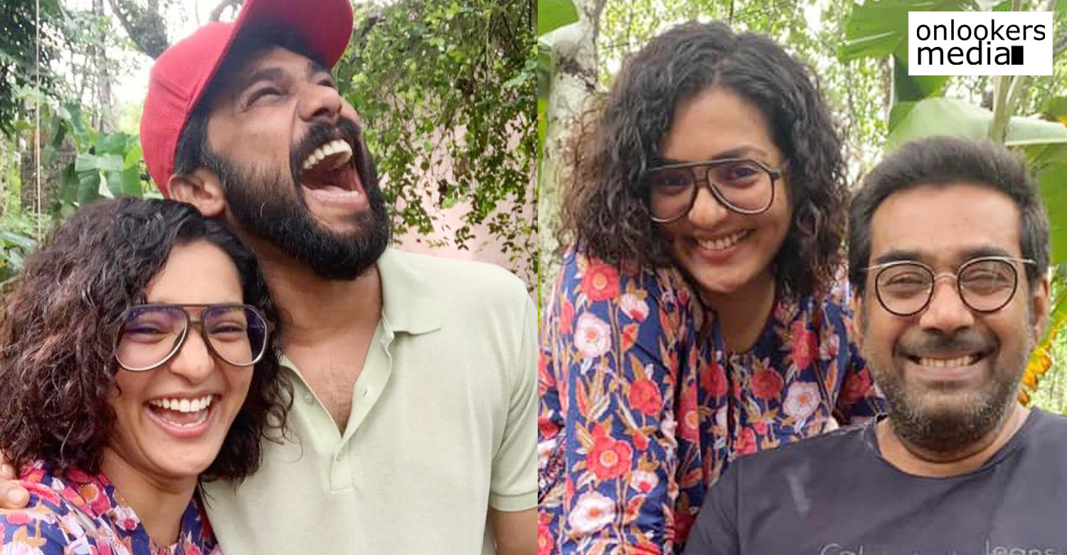 malayalam actress parvathy,actress parvathy new malayalam movie,actress parvathy new movie location stills,parvathy sharafudheen new movie location image,parvathy biju menon new movie location,lmalayalam actresses,mollywood actresses,malayalam film industry